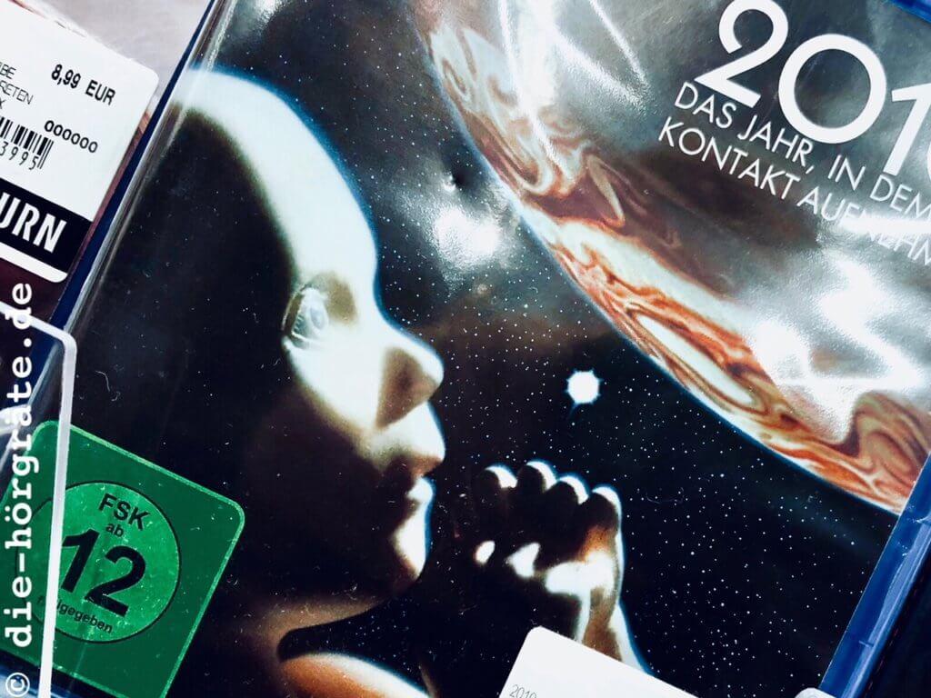 Ein Ausschnitt aus einem Regal in einem Geschäft für DVDs