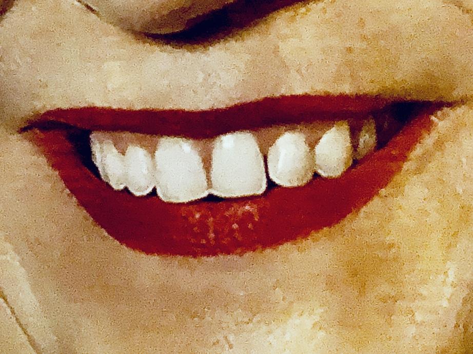 eine Politikerin lächelnt von einem Wahlplakat