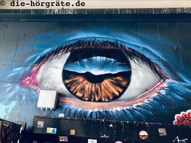 Graffito mit Augen, U-Bahnhof Heinrich-Heine-Straße
