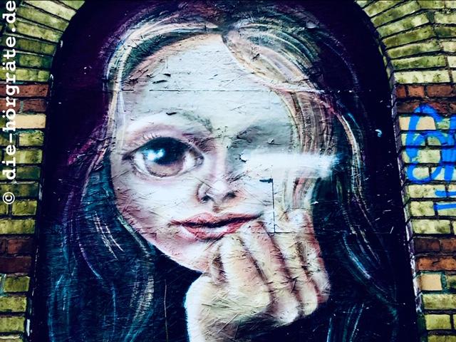 Mädchen mit großem Auge