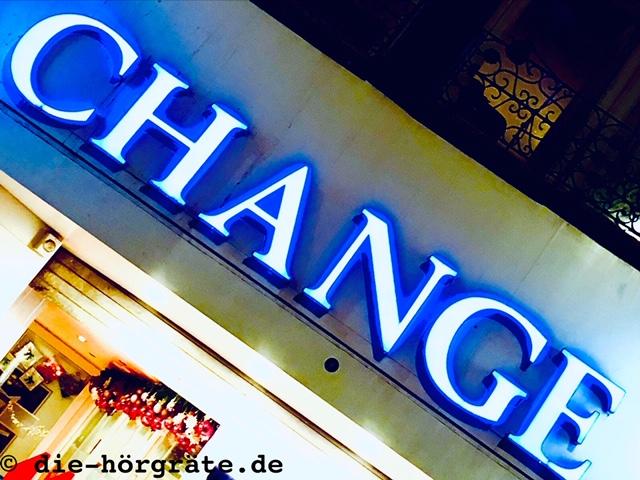 Leuchtschrift CHANGE