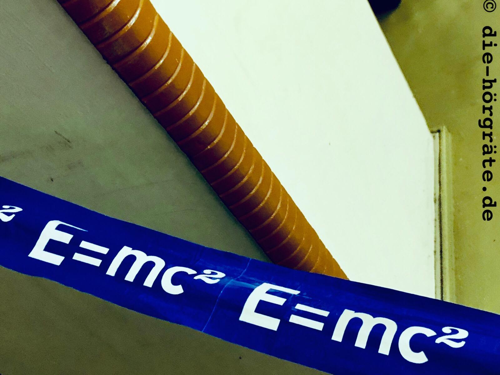 Absperrband E=mc²