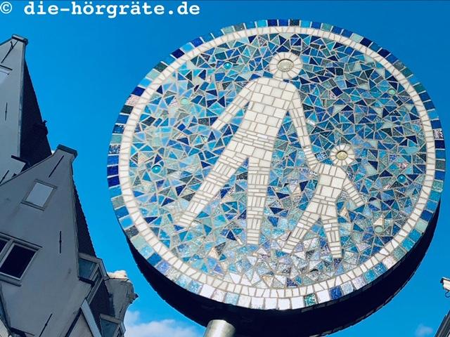 ein Fußgängerschild - Illustration zum Beitrag über Fahrradklang