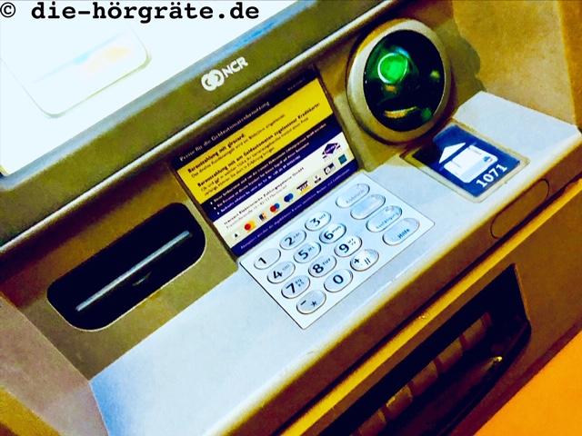 Bedienfeld eines Geldautomaten