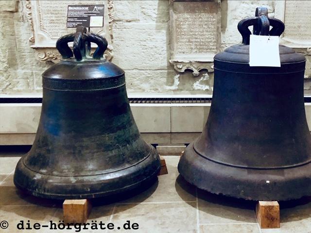 zwei alte Glocken