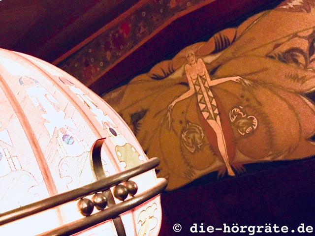 Lampe und Deckenbild Kino Tuschinski